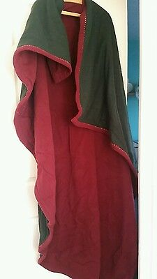 Reenactment/medieval/larp hand made cloak. Wool, wine and green reversable
