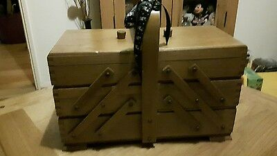 Vintage / Retro Wooden Sewlng Box Craft Box
