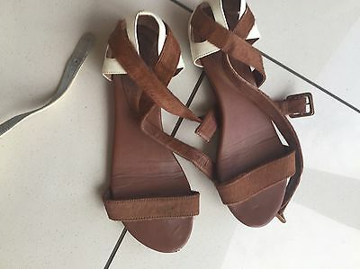 Cowhide fur and white leather sandals - sz 39