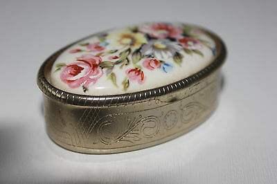 Pretty Vintage Oval Porcelain Trinket Pill Box Hinged