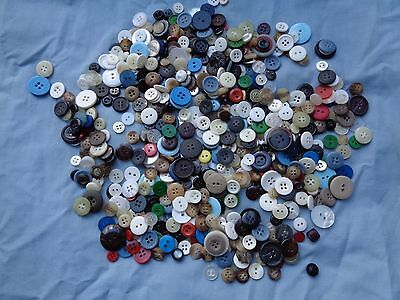 Lot of over 600 vintage buttons