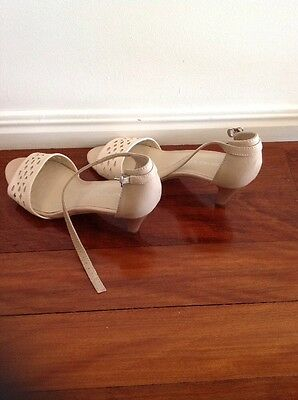 Simona Ricci Ladies Beige High Heels Size 9 - Never Worn