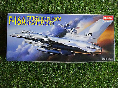 Maquette Avion 1/72 F-16A Fighting Falcon Academy Hobby Model Kits