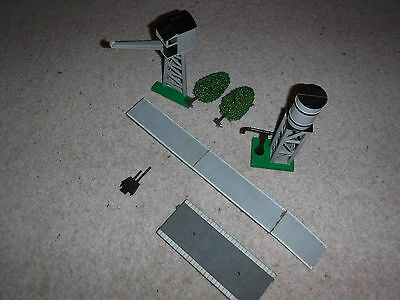 OO Gauge Hornby water tower, crane, power clip and platforms
