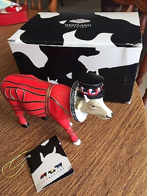 Cow Parade London Beefeater It Ain't Natural 7247 Collectible Figurine 2002