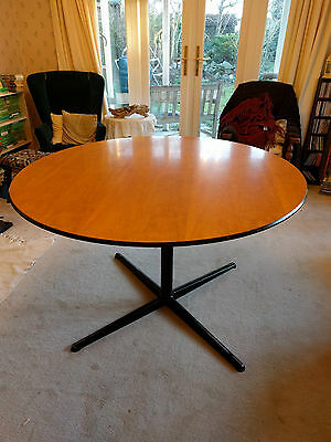 Round table                 (No Reserve)