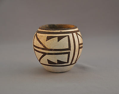Old Traditional Acoma Pueblo Indian Pot - Very Thin Walled -  Black On White