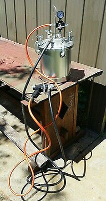 8 ltr spray paint pot with hoses and gun