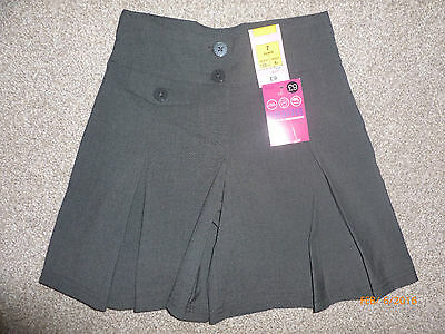 Marks And Spencer  School Girls Skirt /short Size 7 Y Bnw