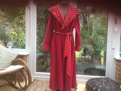 Beautiful TRUE VINTAGE 1940's Dressing gown, Housecoat