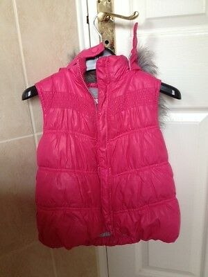 (o)(o) Marks and Spencer pink girls gilet Age 6-7 very good condition (o)(o)