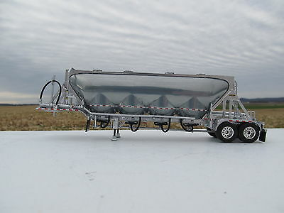 Dcp 1/64 Scale Pneumatic Tanker Silver Sides And Frame (Trailer Only)