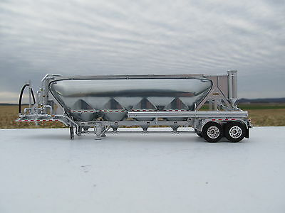 Dcp 1/64 Scale Pneumatic Vac Tanker Silver Sides And Frame (Trailer Only)