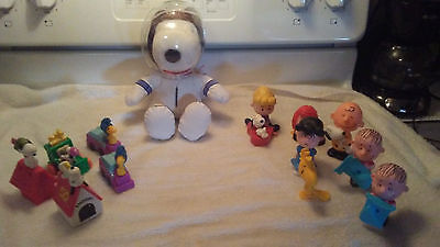 Charlie Brown Peanuts Snoopy Lot Of  McDonalds Toys And Spaceman Snoopy