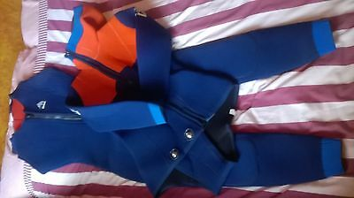 Ladie's / Woman's 2 (Two) Piece, 5 (Five) mm Wetsuit, size Tall / Medium Large