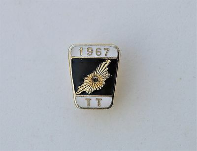Isle of Man TT Tourist Trophy 1967 Pin badge Superbikes Motorcycle no stone
