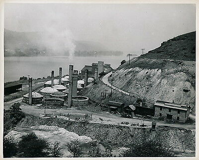 Along the OHIO RIVER c. 1950 - Pottery Kilns West Virginia - USA 168