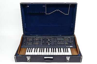KORG 800 DV Vintage Synthesizer in Good Condition with Hard Flight Case