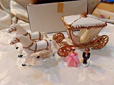 Vintage Wedding Cake Topper Decorations Horses Carriage Groom Bride Plastic NEW