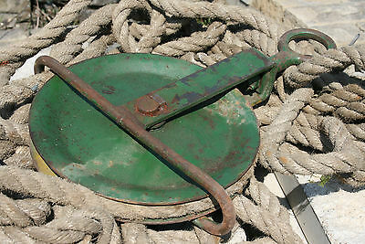 Vintage Gin Wheel and Old Rope 5 cwt to 1 ton