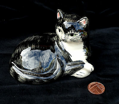 """Babbacombe Pottery Small Black & White Cat Sitting Lying Down Ornament Lownds 4"""""""