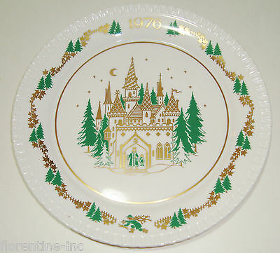 A Boxed 1976 Spode Christmas Plate