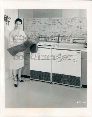 1959 1950s Woman With Vintage Frigidaire Washer & Dryer Press Photo