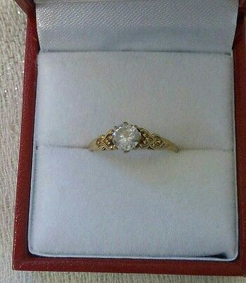 Vintage 9ct cz Solitaire ring