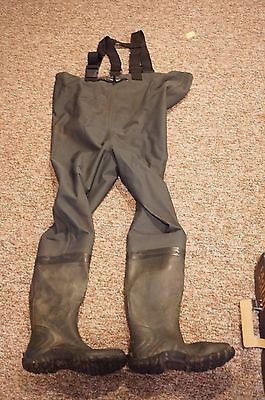 Frogg Toggs CASCADES 2 Ply Poly Rubber Bootfoot Cleated Chest Wader Size 9 -READ