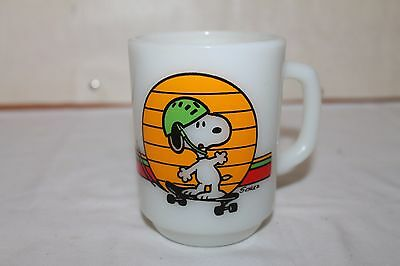 1979 Anchor Hocking SNOOPY It's Great To Be An Expert Milkglass Mug