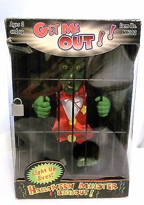 DRACULA IN CAGE, TALKS,RATTLES CAGE,EYES LIGHT UP BATTERIES INCLUDED, NEW in BOX