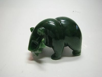Jade Bär mit Fisch, Grizzly Bear with Fish 7,5cm Lang
