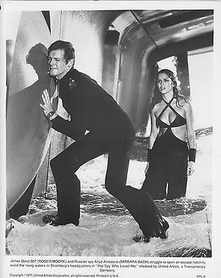 James Bond The Spy Who Loved Me Roger Moore Barbara Bach Orig 1977 8X10