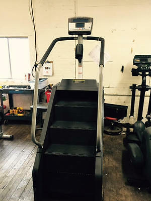 Stairmaster SM916 stepmill with rotating steps. Refurbished. Worldwide shipping