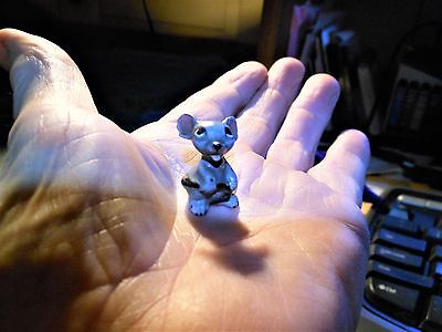 Vintage Hagen Renaker Miniature Mouse Holding Her Tail Figurine 1 Inch Tall