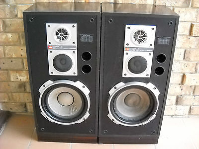 **VINTAGE 80`s ONKYO  S-44 THREE WAY SPEAKERS IN VERY GOOD WORKING CONDITION**