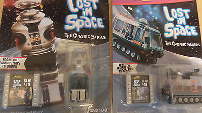Jhonny Lightning Lost In Space X 2 Carded Robot And Chariot.