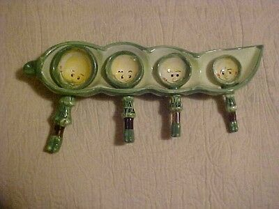 Vintage Set Of Four (4) Measuring Spoons, Peas In A Pod