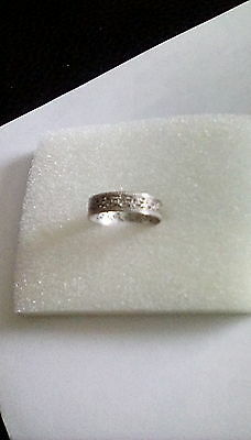 Pretty detailed sterling silver band ring size P - P1/2 - 2g