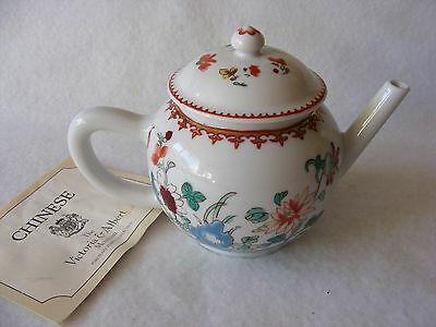 Lovely Collectors Teapot Chinese Porcelain Bone China V & A Franklin Mint