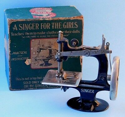 Antique 1914 Cast Iron Sewing Machine A Singer For The Girls Box