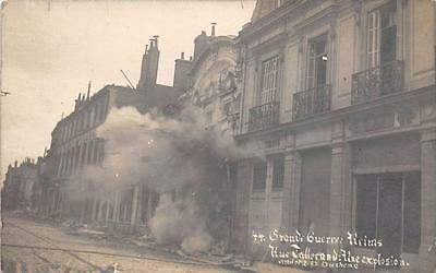 CPA 51 CARTE PHOTO SITUEE A REIMS GRANDE GUERRE RUE TALLERAND UNE EXPLOSION (cli