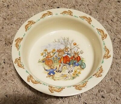 "Royal Doulton BUNNYKINS 6"" Round Baby Plate Family in Garden"