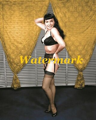 Bettie Page 1950s / Pin-Up Girl, USA Model -Photo