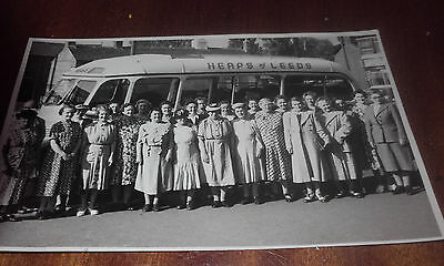 """c1930S RP(REAL PHOTO)POSTCARD(GROUP LADIES POSE """"HEAPS""""LEEDS BUS/COACH OUTING"""