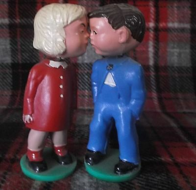 Western Germany Magneto Kissing Boy/Girl bobble head/magnet old