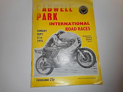 Motor Cycle / Bike Racing : 1975  Cadwell Park  Road Races ~ Sep 21 Barry Sheene