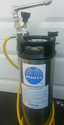 Bradley portable eye and face wash system