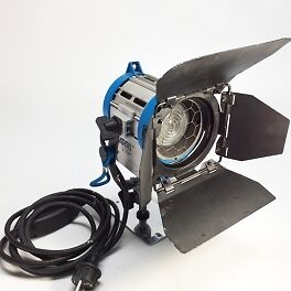 Projecteur ARRI 300W JUNIOR Fresnel tungstène