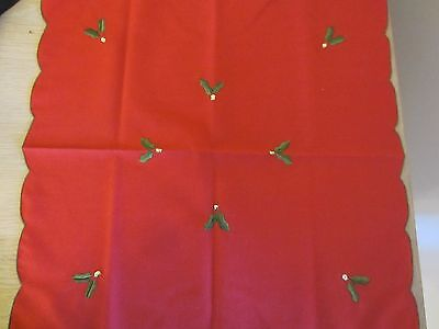 8 red Christmas napkins with scalloped edges and holly leaf embroidered detail